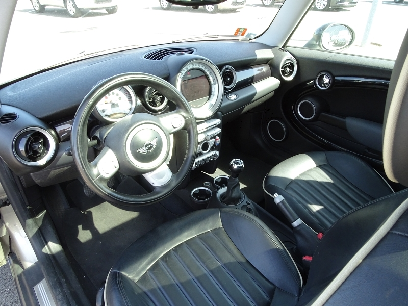Photo 5 de l'offre de MINI MINI COOPER 120CH PACK CHILI à 6990€ chez International Auto Auneau