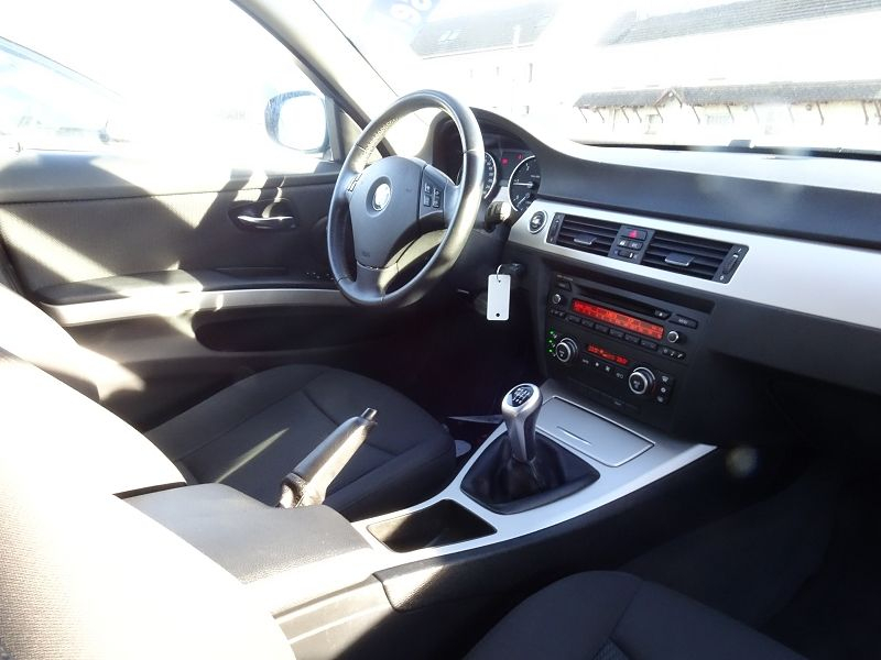 Photo 9 de l'offre de BMW SERIE 3 TOURING (E91) 318D 143CH CONFORT à 7890€ chez International auto Coignieres